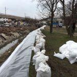 Poplavljeni na Ljubiću sami napravili zaštitni bedem (FOTO) (VIDEO)