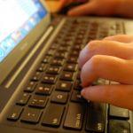 Svako drugo dete u Srbiji provede više od četiri sata dnevno na internetu