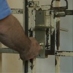 Milanovac: M.B. osumnjičen za porodično nasilje i ilegalnu prodaju oružja