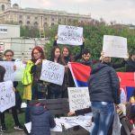 Mladi Srbi u Beču izašli na ulice u znak podrške protestima u Srbiji (FOTO)