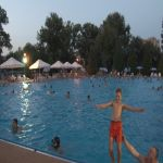 Noćno kupanje na bazenima u Čačku spas od tropskih vrućina