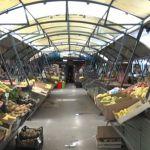 Kako se prodavci na čačanskoj pijaci štite od letnje žege