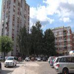 Grupa građana iz Knićaninove ulice zahteva uređivanje platoa ispred njihovih zgrada