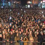 Sergej Ćetković privukao brojne Čačane ali i obožavaoce iz cele Srbije na novogodišnji koncert na gradskom trgu u Čačku