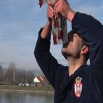 Anđelko Kovačević i ove godine prvi doplivao do bogojavljenskog ledenog krsta u Zapadnoj Moravi
