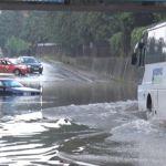 POTOP U ČAČKU: Zbog obilne kiše pod vodom gradske ulice, automobili pod vodom