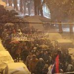 "Uz transparent ""BEOGRADE IZDRŽI, STIŽU ČAČANI"" oko 1500 građana protestovalo u Čačku (VIDEO)"