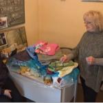 Kolo srpskih sestara na Dan zagrljaja daruje Milu Jovović, majku osmoro dece