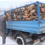 Bajkeri Čačka obezbedili drva za ogrev socijalno ugroženoj porodici