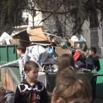 """Učenici OŠ ,,Filip Filipović"""" očistili školsko dvorište izdvojenog odeljenja u Loznici"""